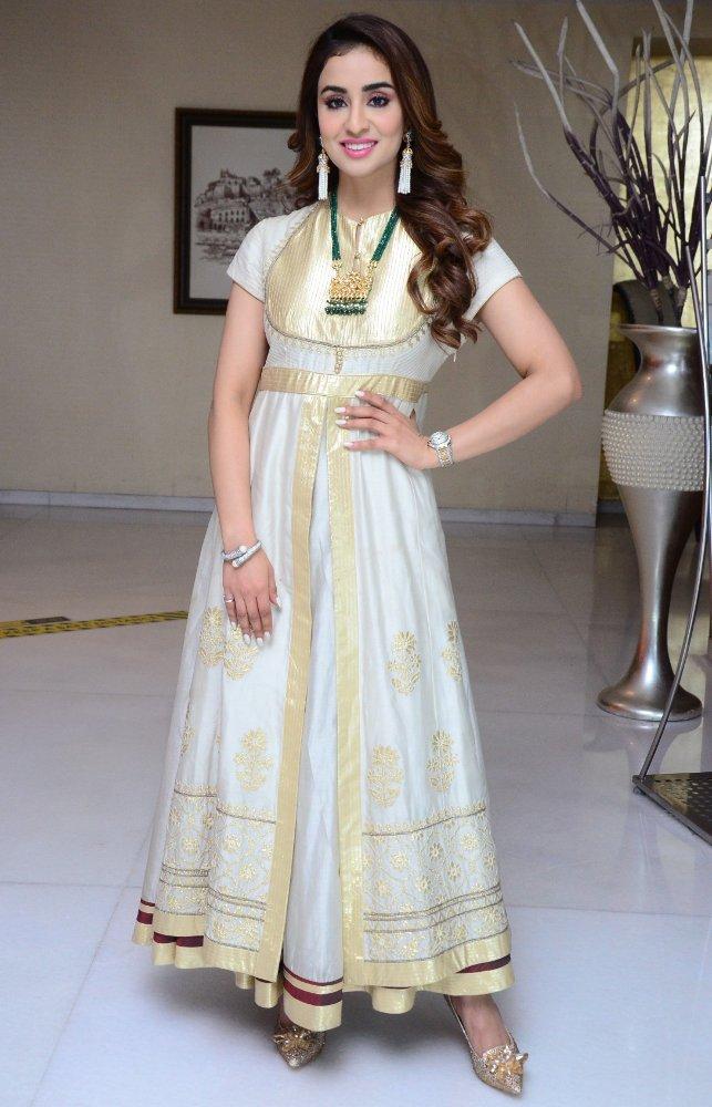 musskan sethi in white and gold anarkali dress