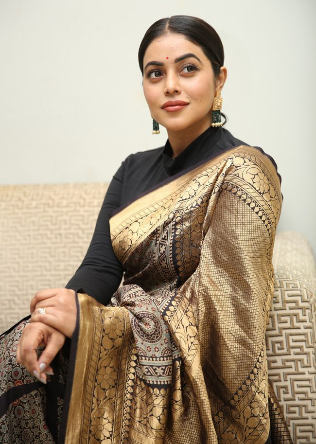 poorna in black gold silk saree at sundari trailer launch