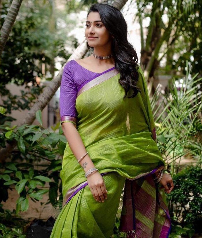 priya bhavani shankar green saree with purple blouse