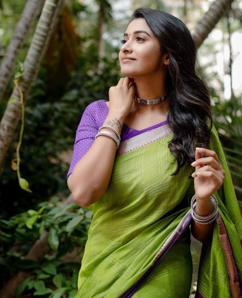 priya bhavani shankar in merasal green silk saree