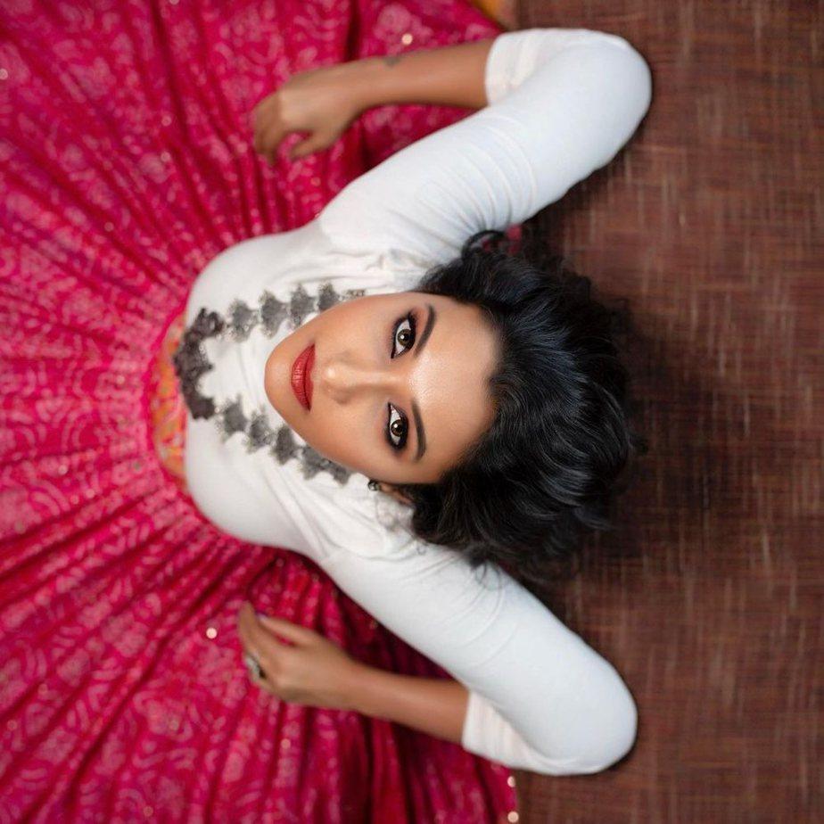 priya bhavani shankar in white top with pink long skirt