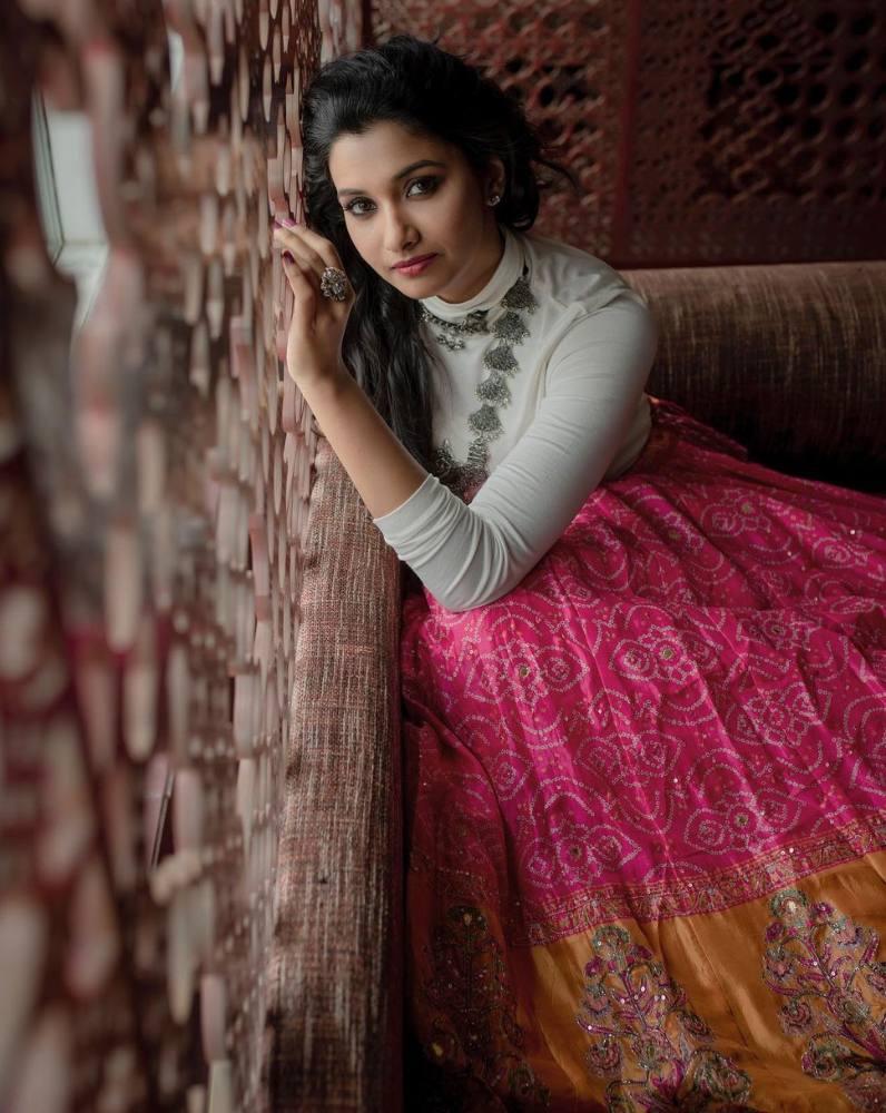 priya bhavani shankar pink skirt white top