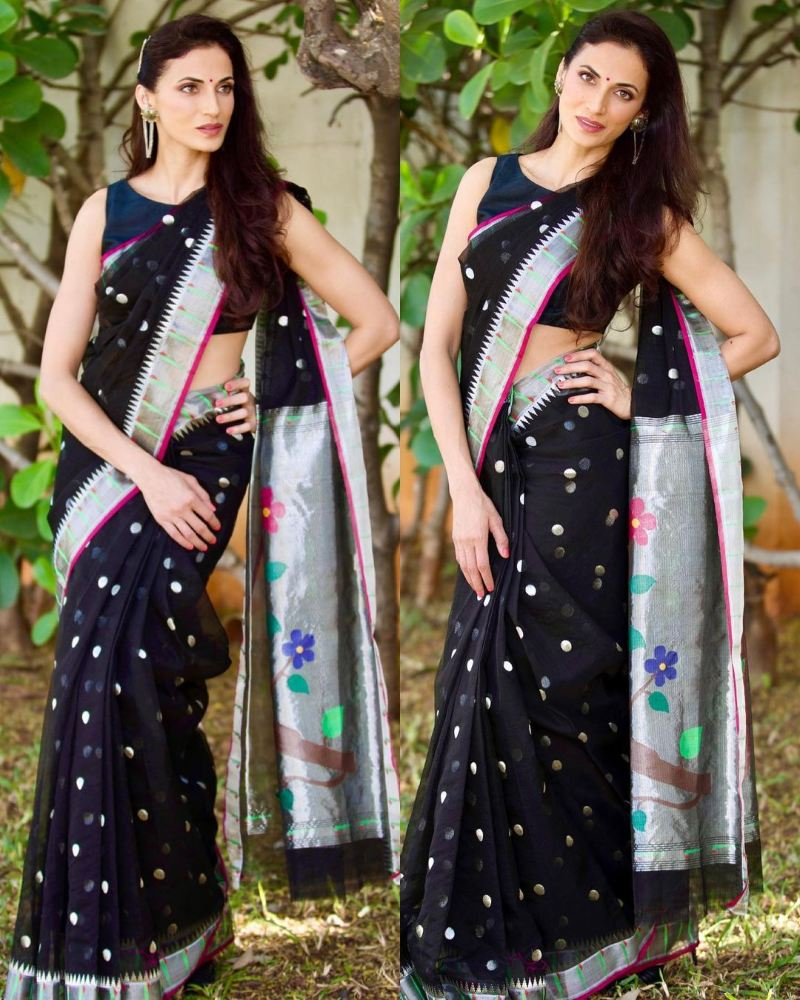 shilpa reddy in a black kota saree for youtube show