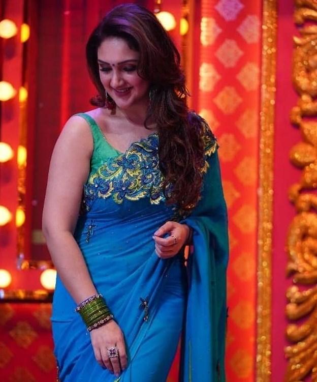 sridevi vijaykumar comedy stars blue saree