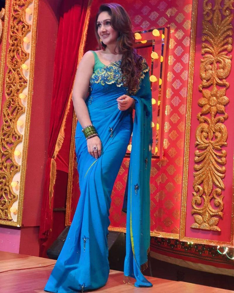 sridevi vijaykumar in blue saree for comedy stars show