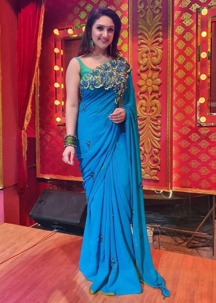 sridevi vijaykumar in blue saree green sleeveless blouse