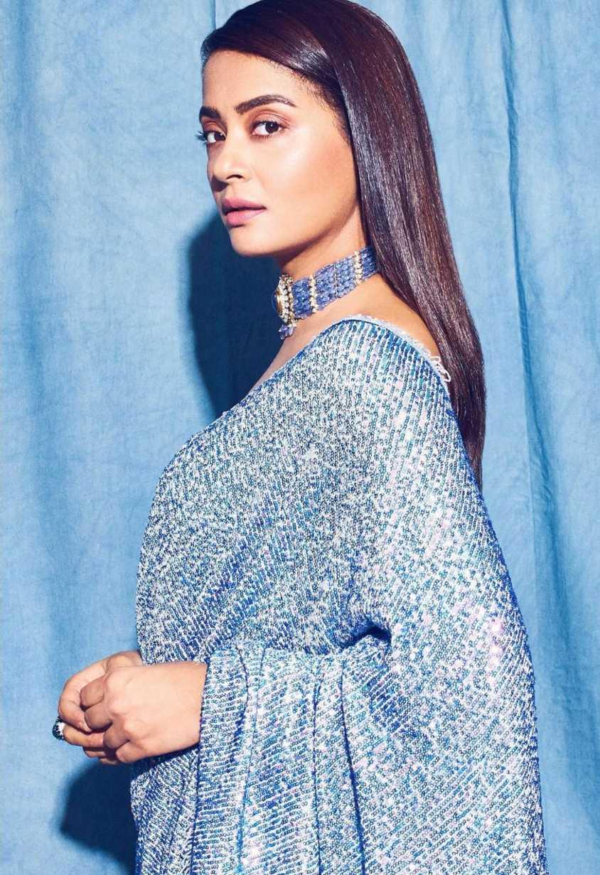 surveen chawla in powder blue saree by Neeta lulla-4