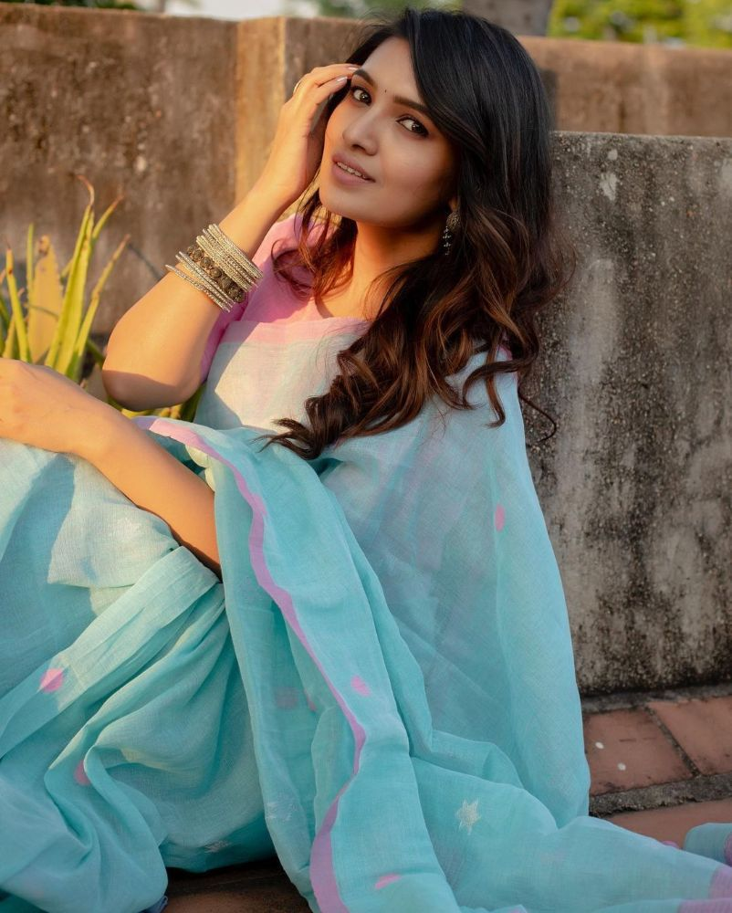 vani bhojan in blue saree with pink blouse
