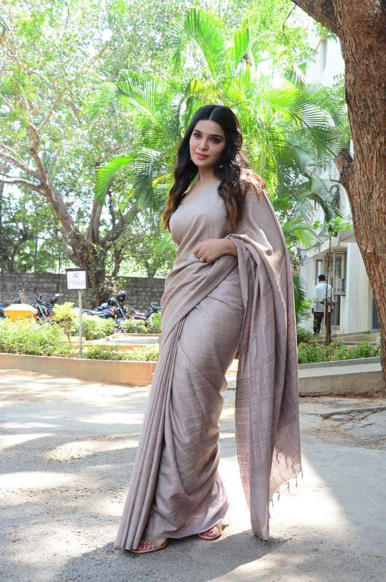 Aathmika in a beige saree at Vijayaraghavan trailer launch -1