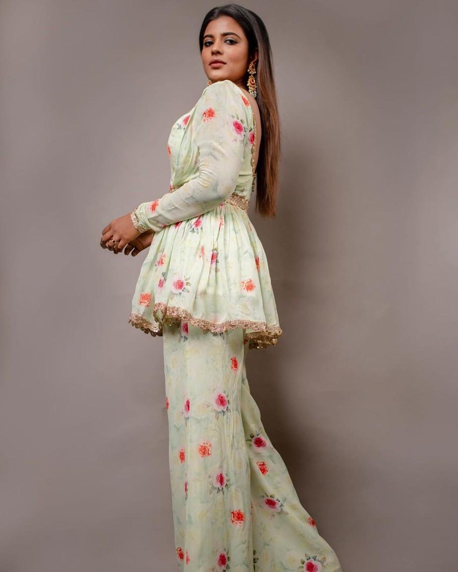 Aishwarya Rajesh in mint green peplum top and palazzos by Chaitanya Rao for JFW Awards'20-2