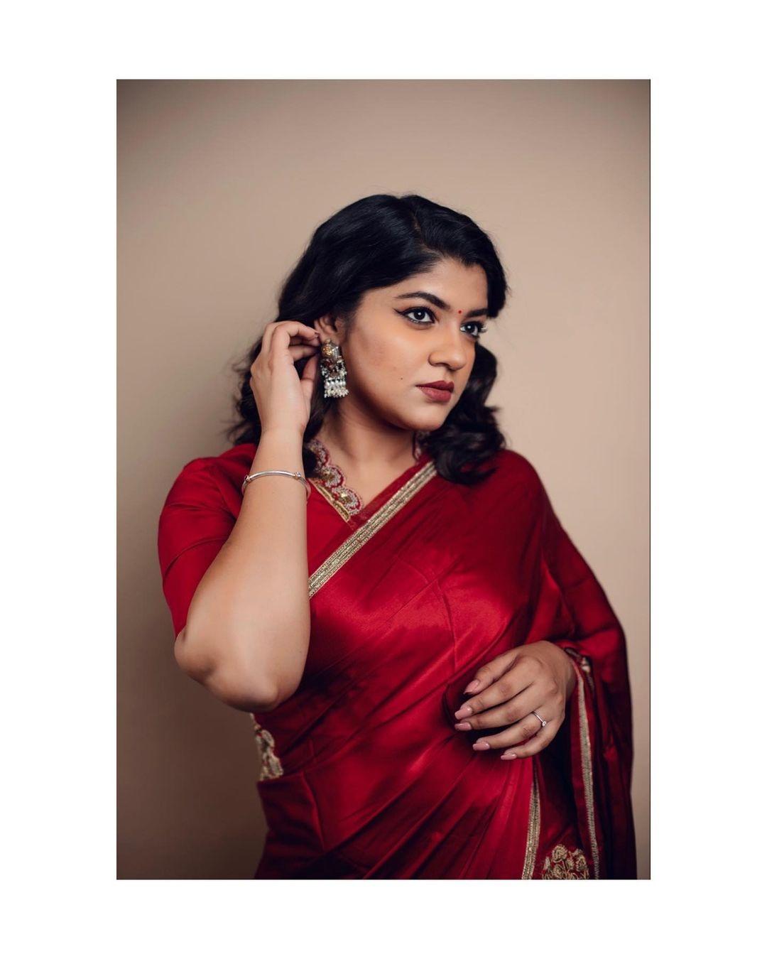 Aparna Balamurali in red raw mango saree for JFW awards-1