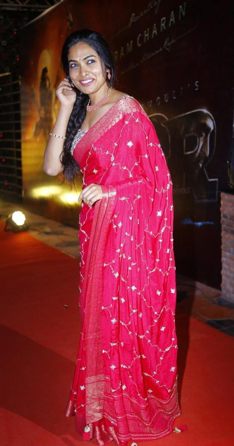 Divi Vadthya in a pink saree by Jahnavi Varma for Ramchran b'day celebrations-3