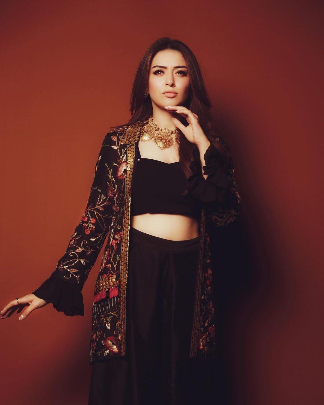 Hansika Motwani in black outfit from Samatvam by Anjali Bhaskar-2