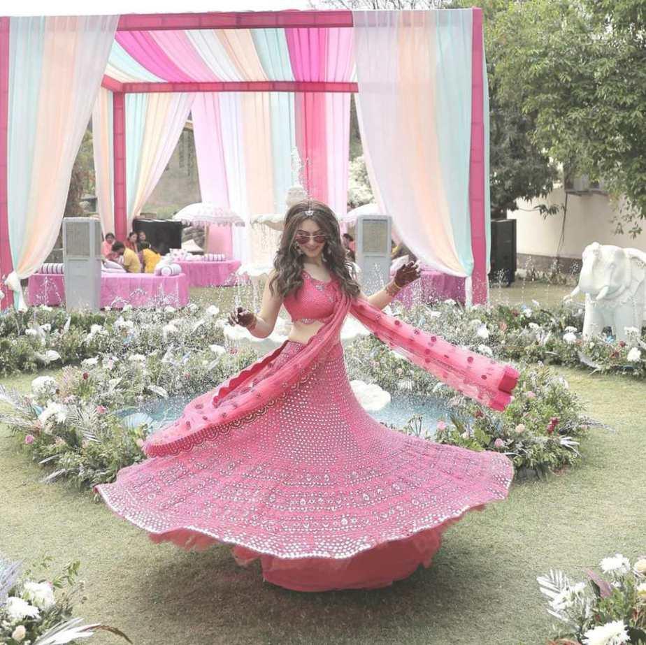 Hansika in pink abhinav mishra lehenga for brother's wedding day 3-4