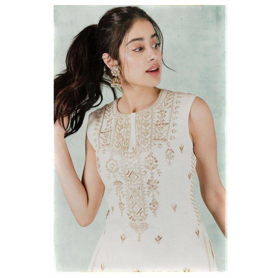 Janhvi Kapoor in cream anita dongre baiza set-2