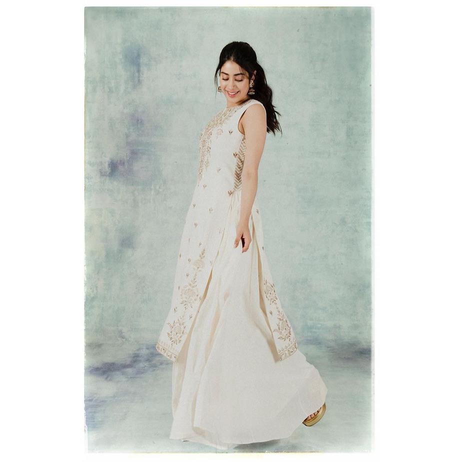 Janhvi Kapoor in cream anita dongre baiza set