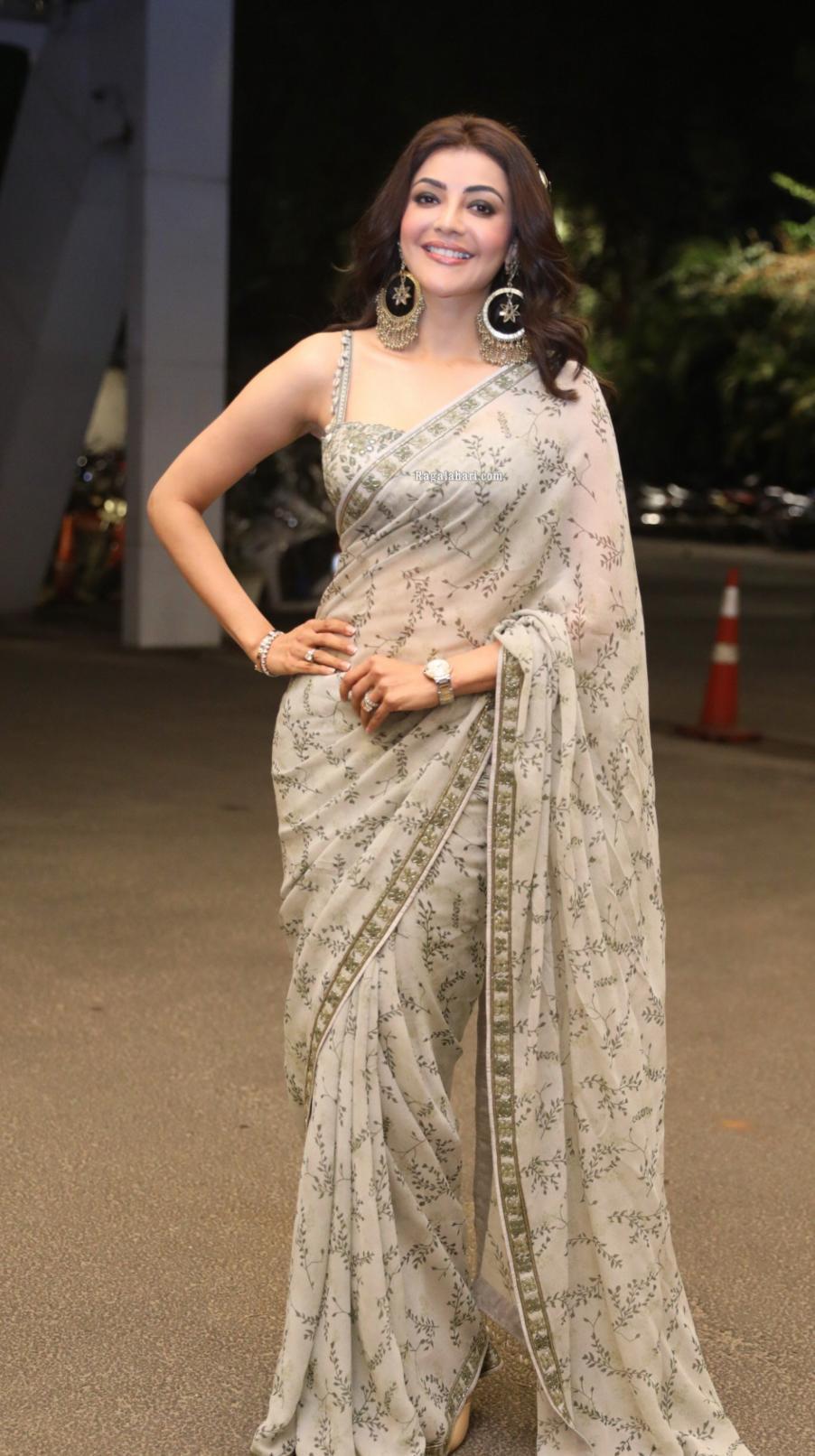 Kajal Aggarwal in olive green Arpita Mehta saree for mosagallu pre-release event-2