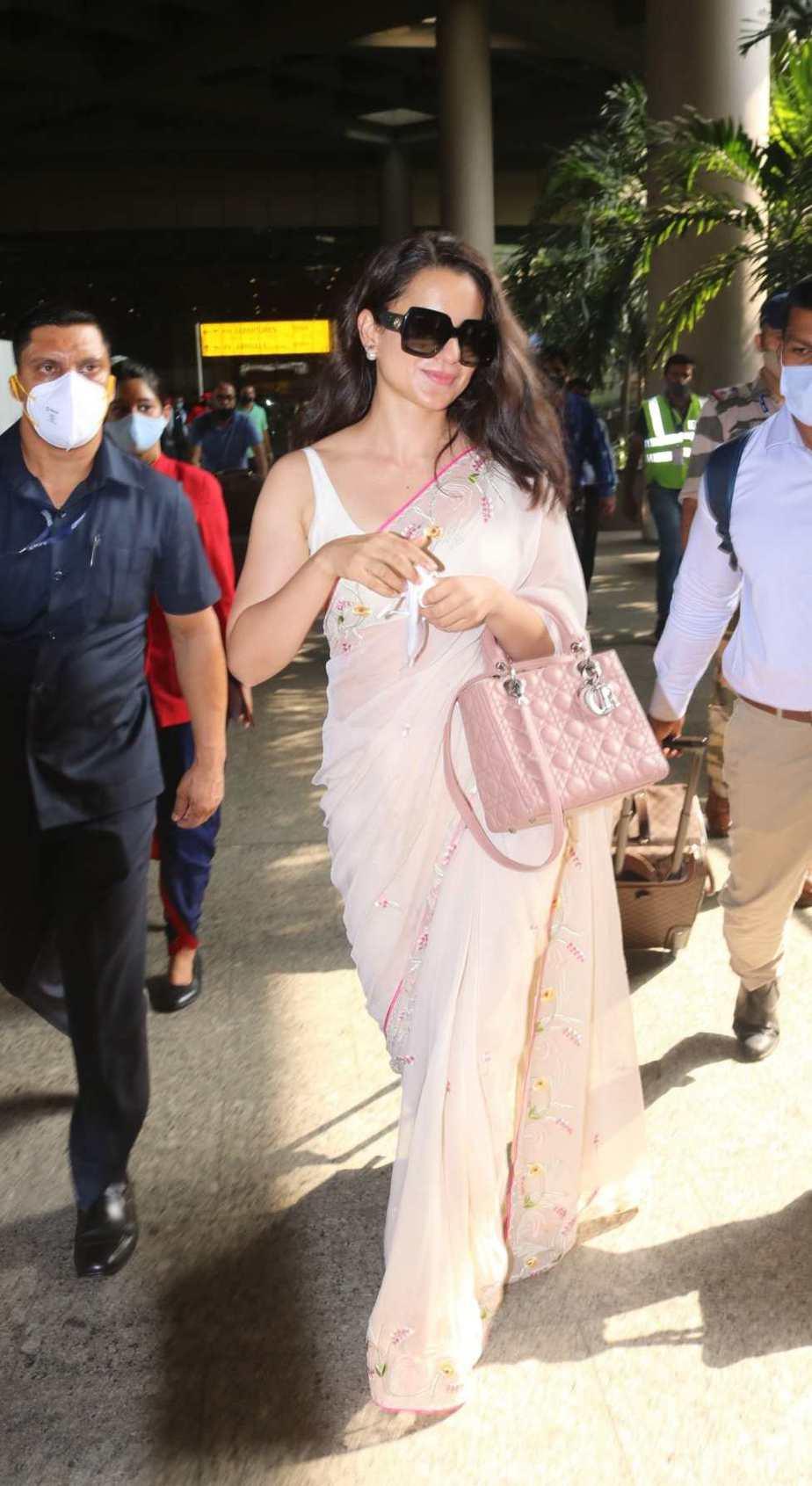 Kangana Ranaut spotted at airport arrival in pink saree-1