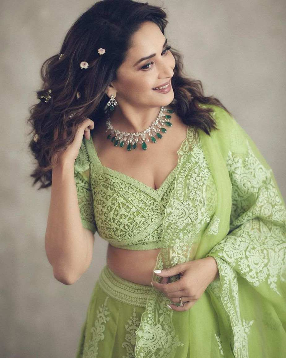 Madhuri Dixit Nene in torani lehenga for Dance deewane-1