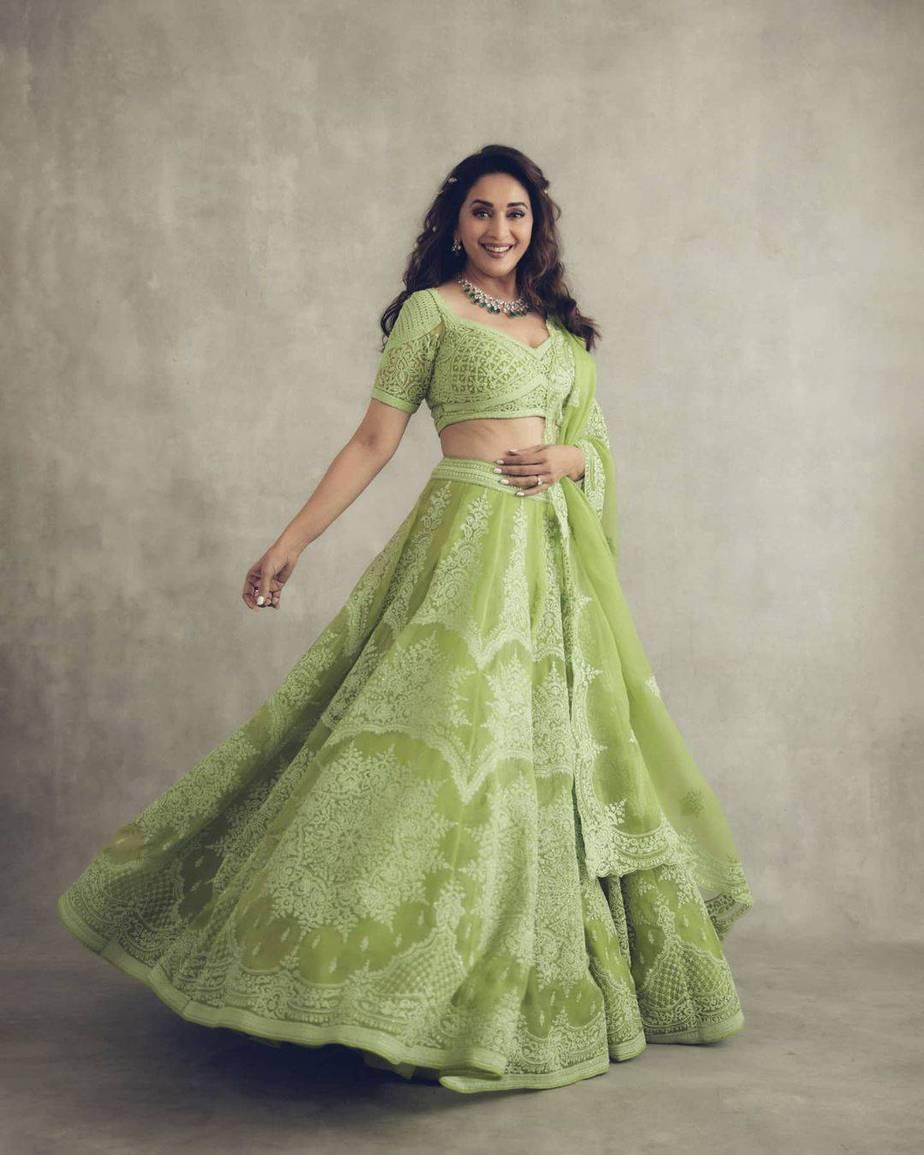Madhuri Dixit Nene in torani lehenga for Dance deewane-4