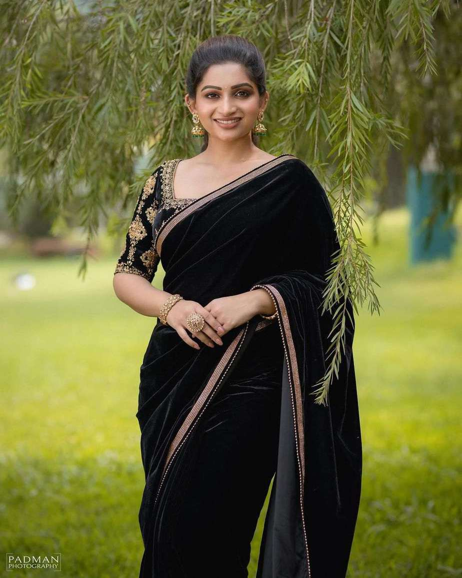 Nakshathra Nagesh in a black saree by Swadh-1