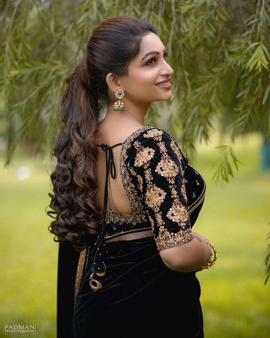 Nakshathra Nagesh in a black saree by Swadh-3