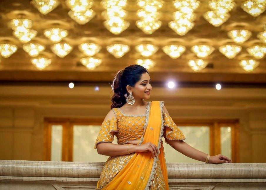 Nakshatra Nagesh in yellow lehenga by sameena-3