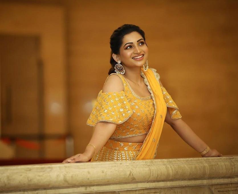 Nakshatra Nagesh in yellow lehenga by sameena-4