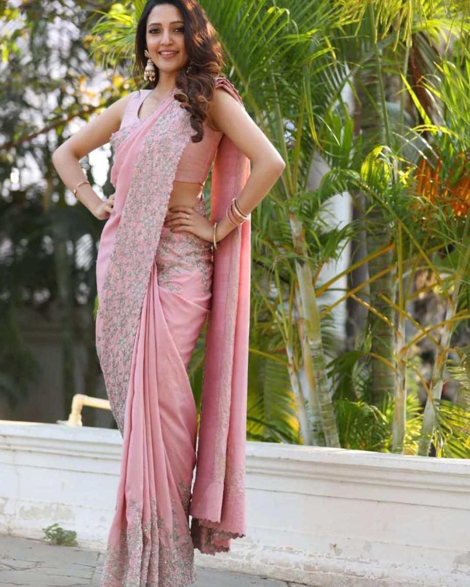 Neha Shetty in a pink saree by Mrunalini Rao