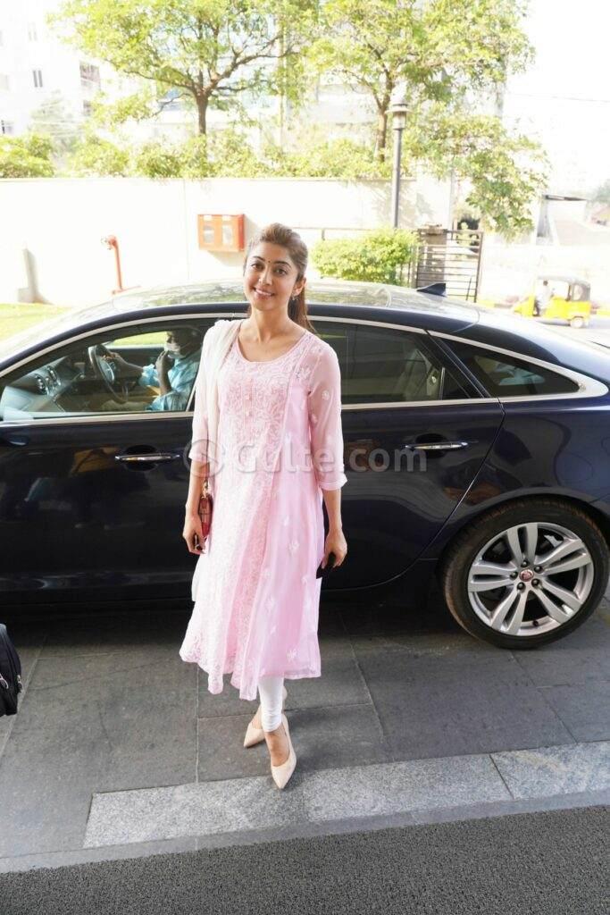 Pranitha Subash in pink kurta set in Hyderabad-2