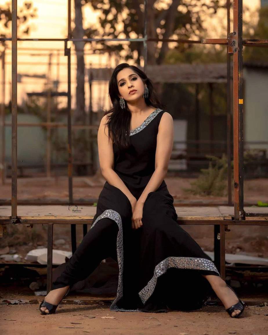 Rashmi Gautam in a black patiala by Varahi Couture-1
