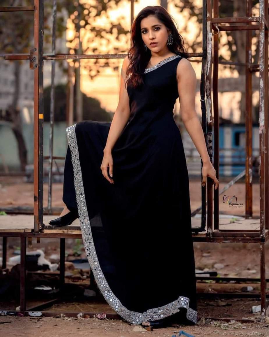 Rashmi Gautam in a black patiala by Varahi Couture-2