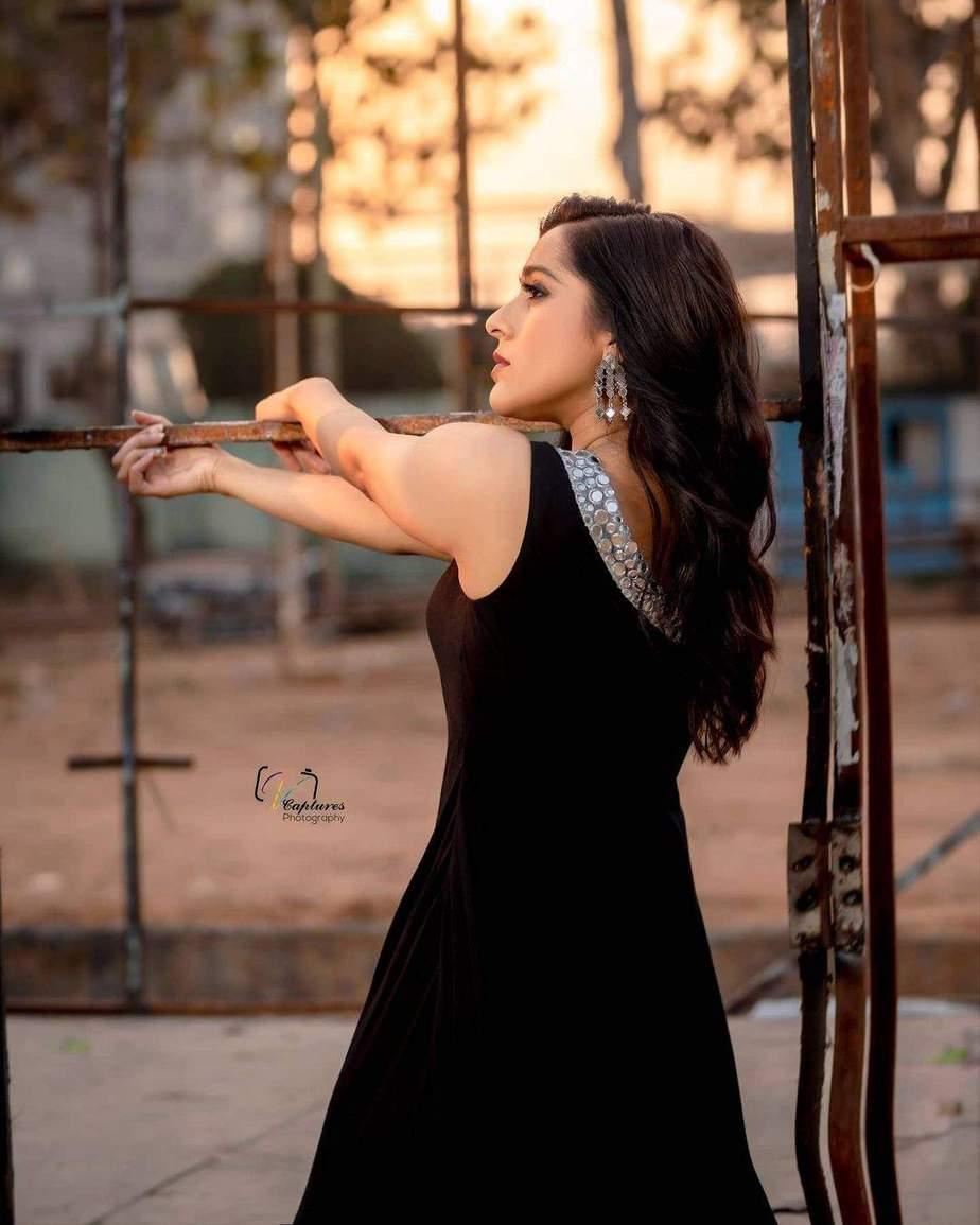 Rashmi Gautam in a black patiala by Varahi Couture-3