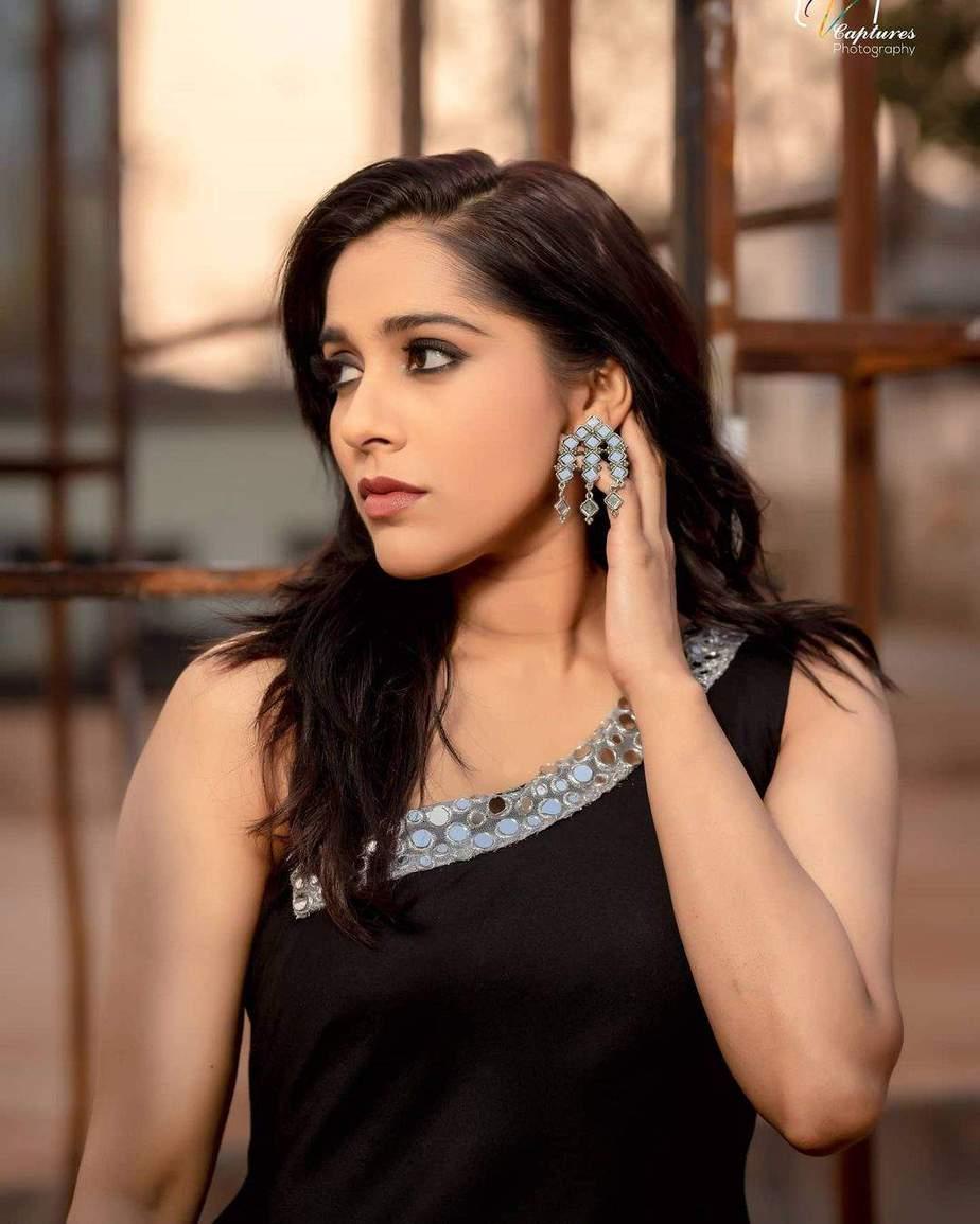 Rashmi Gautam in a black patiala by Varahi Couture-4