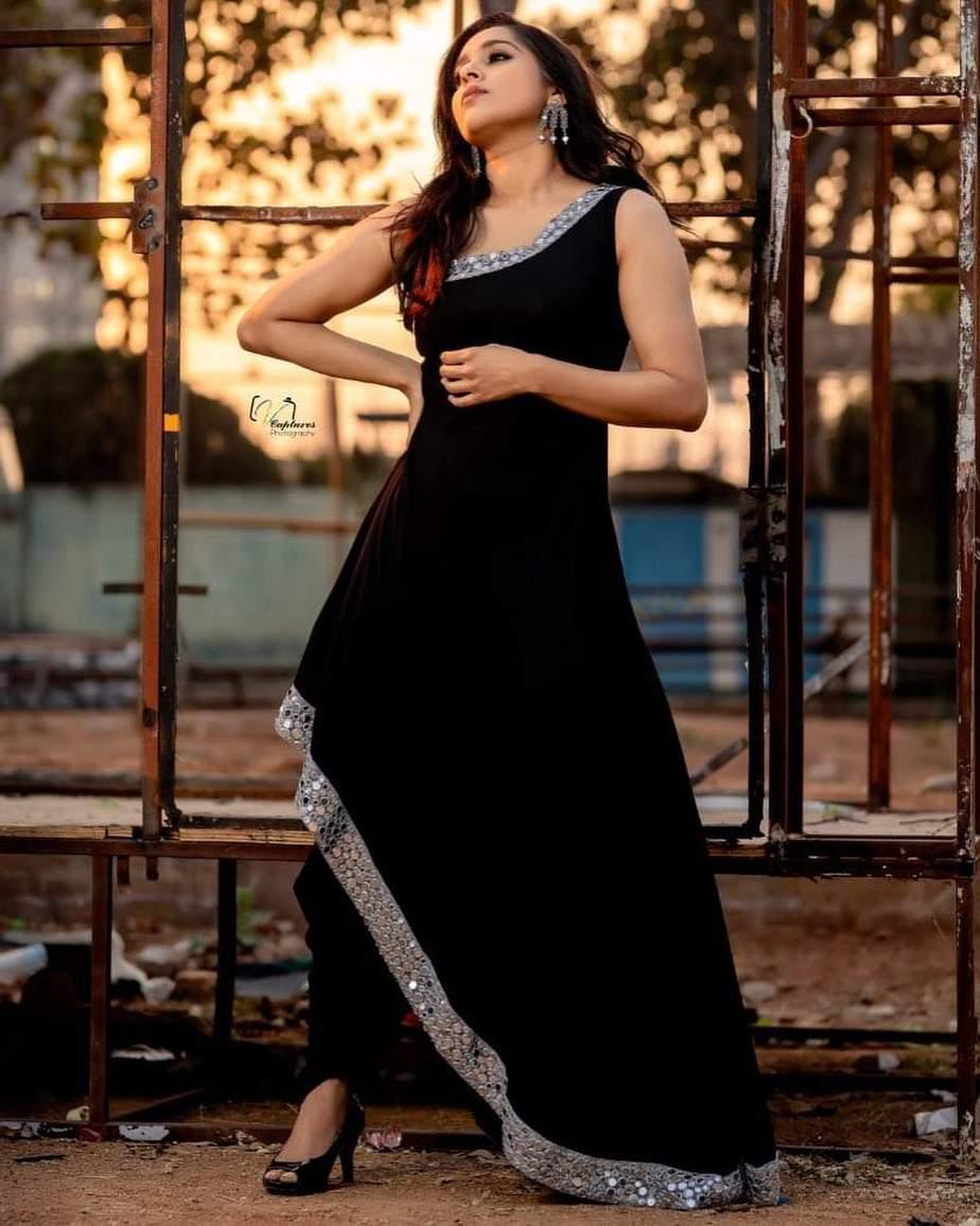 Rashmi Gautam in a black patiala by Varahi Couture
