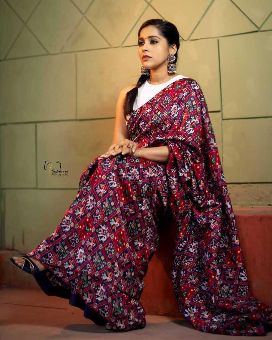 Rashmi Gautam in maroon Ikat saree by Sleek Chic Couture-1