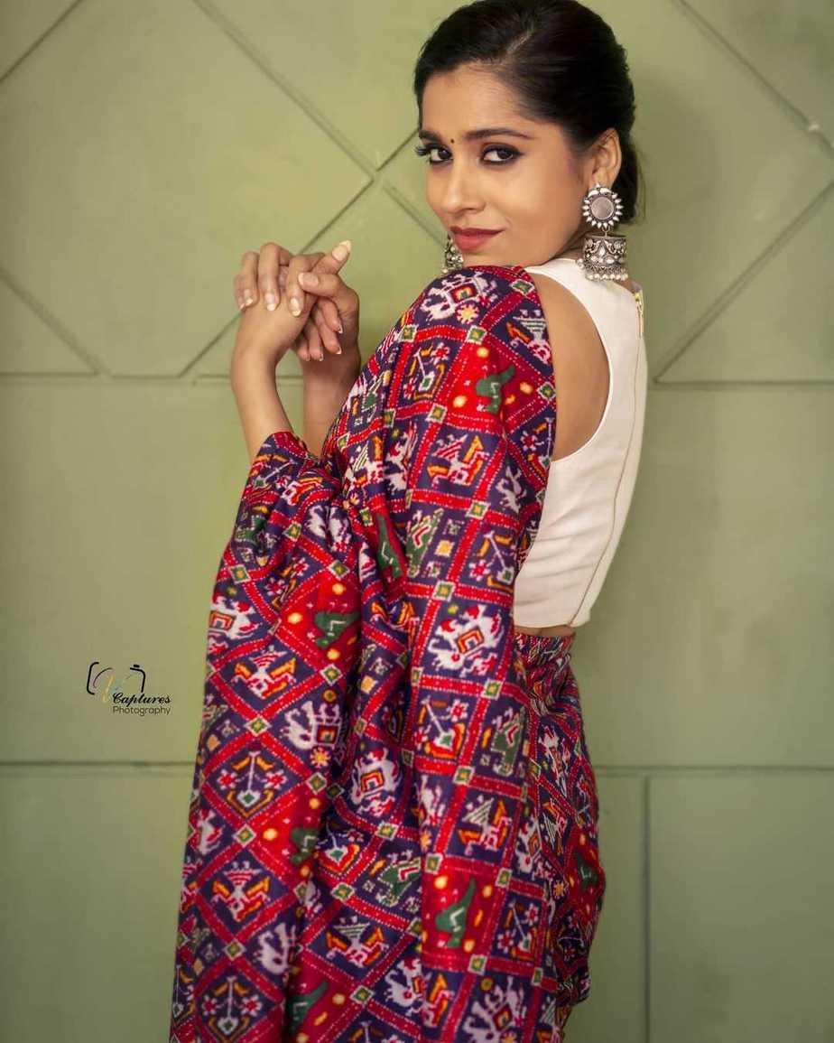 Rashmi Gautam in maroon Ikat saree by Sleek Chic Couture-2