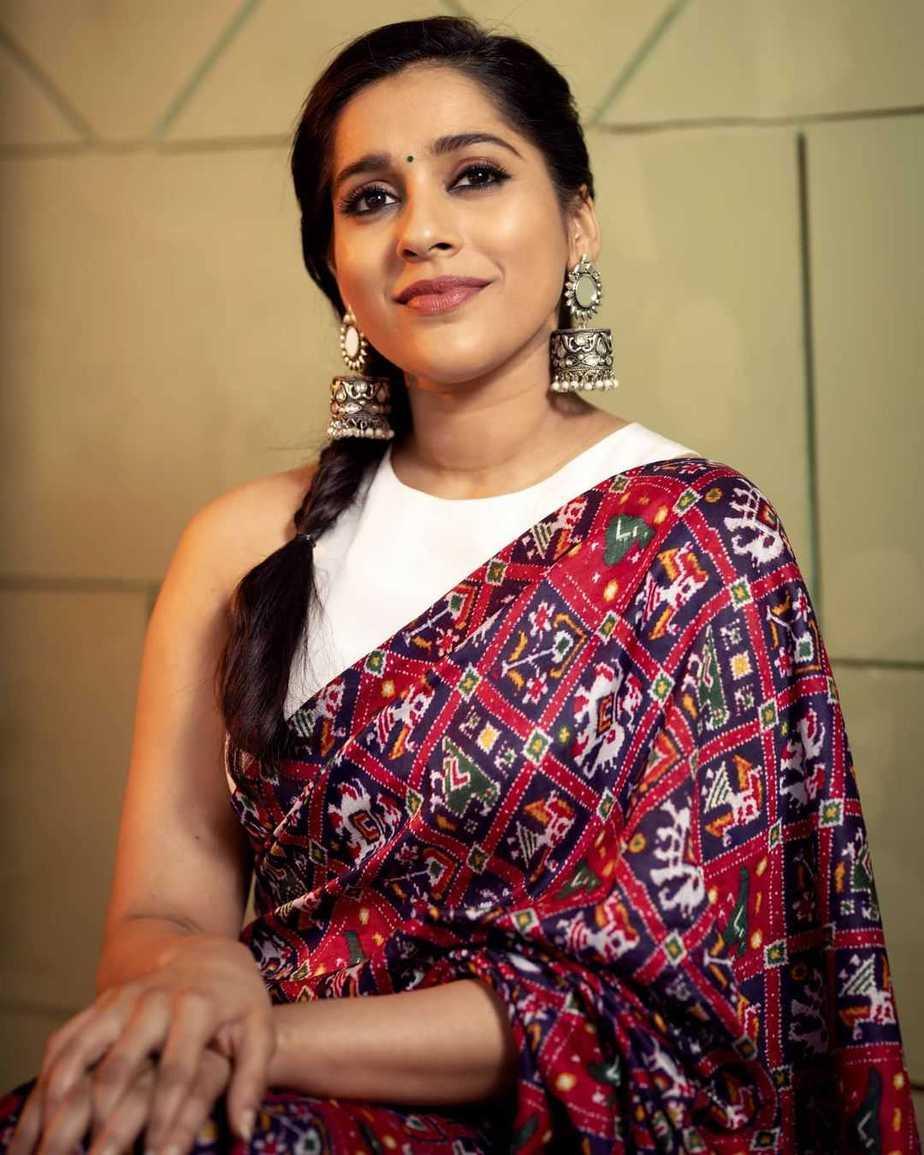 Rashmi Gautam in maroon Ikat saree by Sleek Chic Couture-4