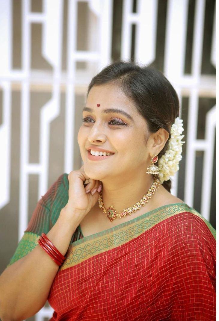 Remya Nambessan in red mangalgiri saree by Thenmozhi designs-3