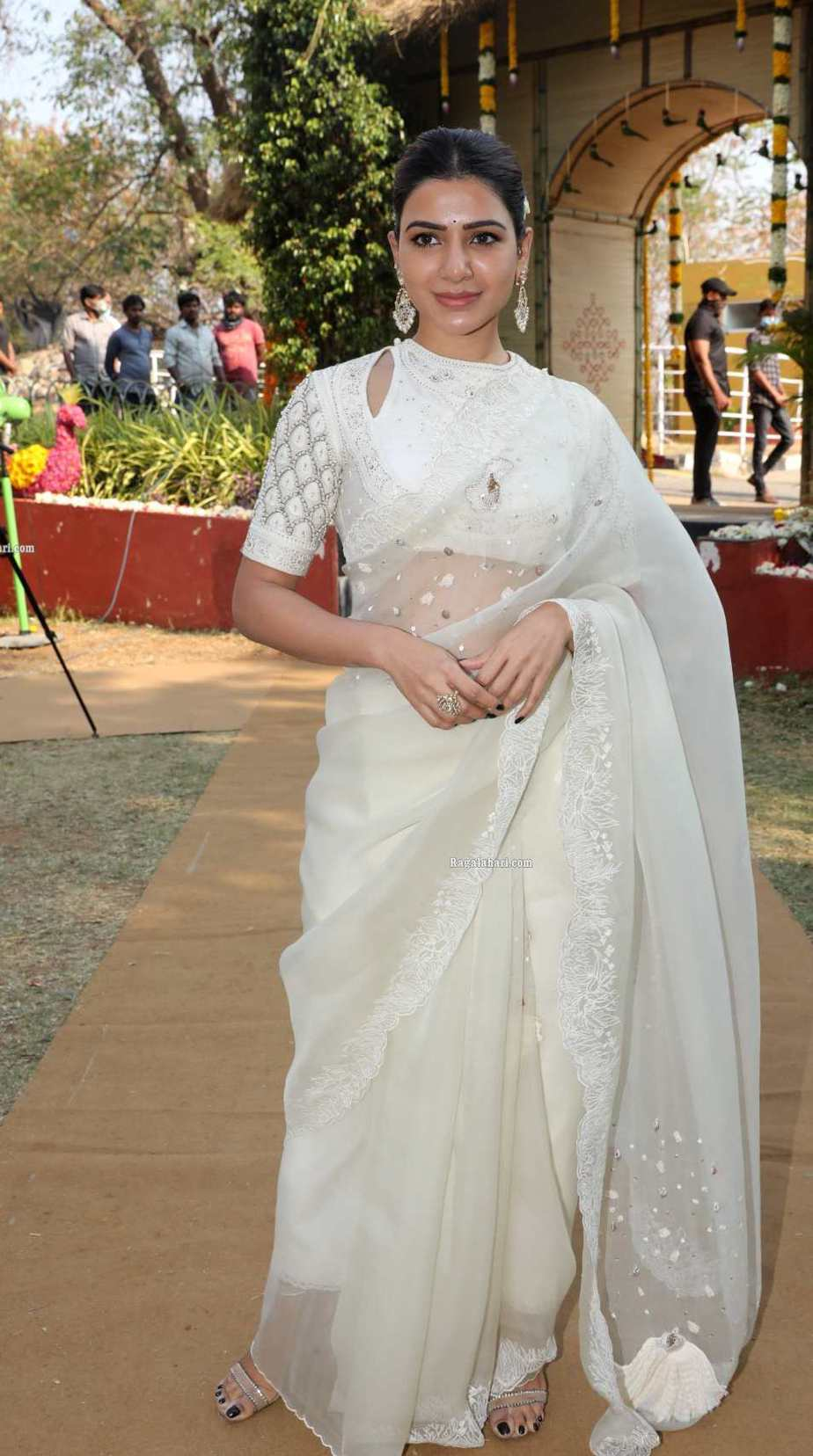 Samantha in off white saree by house of three for Shakuntalam muhurat-4