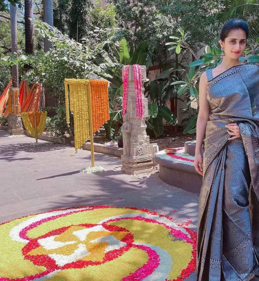 Shamlee in black pattu saree for a event