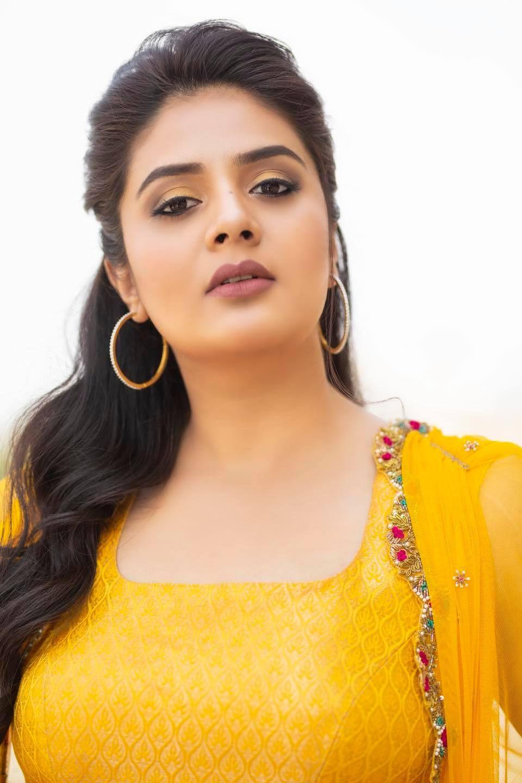 Sreemukhi in a yellow outfit by Anitha Sagar Tenali for wild dog press meet-1