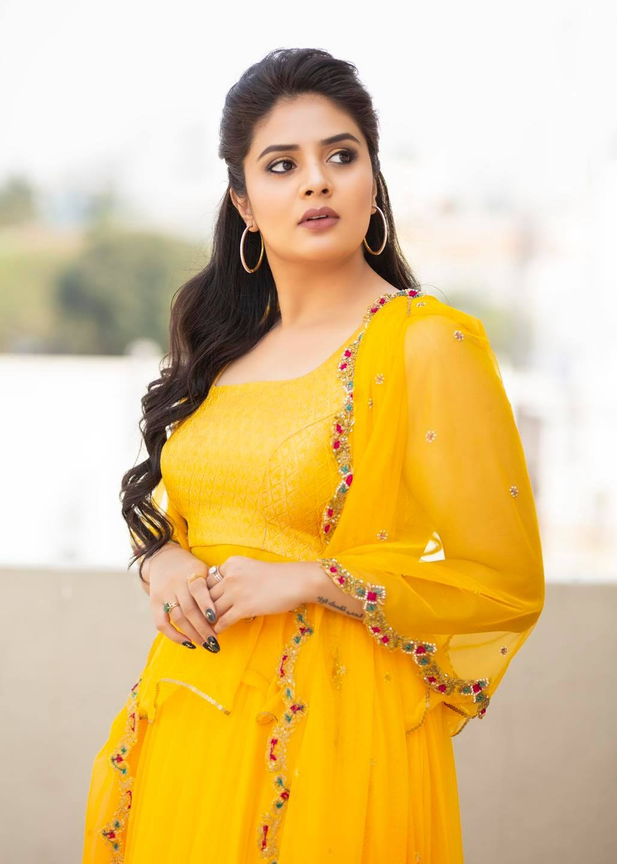 Sreemukhi in a yellow outfit by Anitha Sagar Tenali for wild dog press meet-2