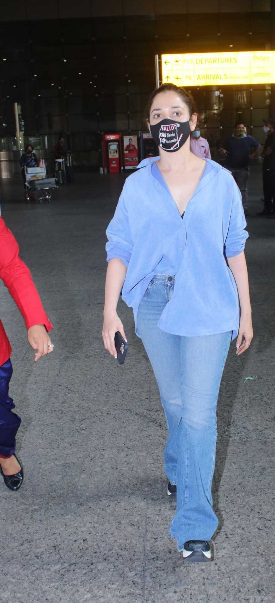 Tamannaah Bhatia in blue and blue at airport-1