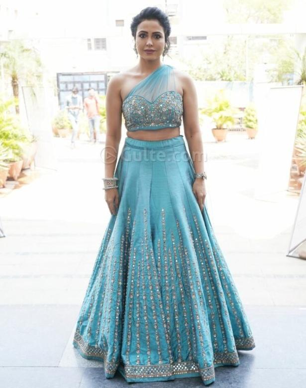 nandini rai in a blue sequin lehenga at wow awards
