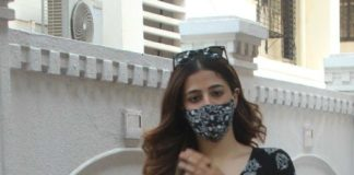 nupur Sanon spotted in black kurta set outside director's office-3