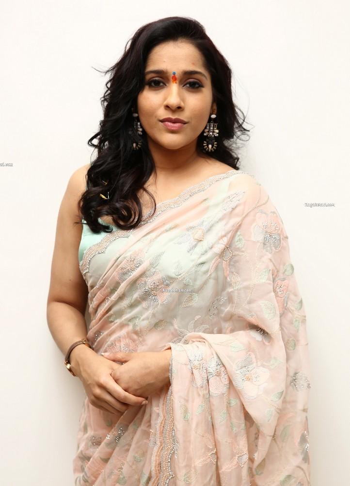 rashmi gautam in a baby pink green saree