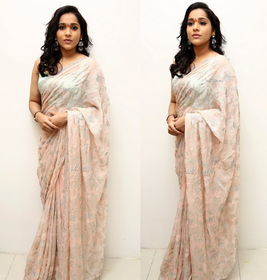 rashmi gautam in a pastel saree with sleeveless blouse