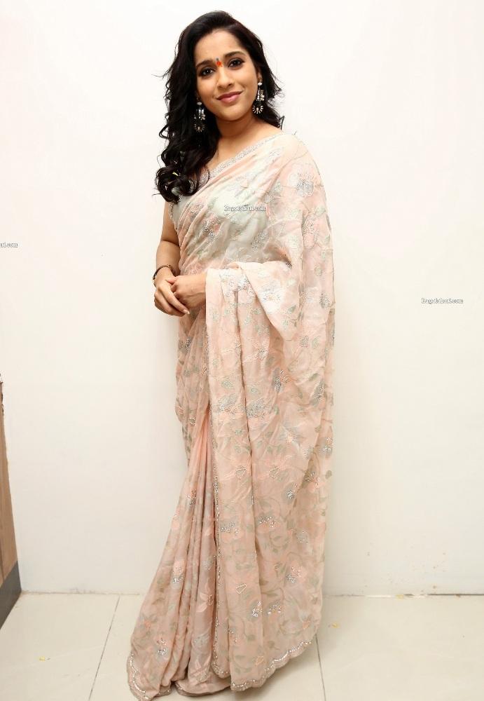 rashmi gautam in an off-white light green saree
