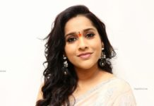 rashmi gautam in light peach saree with sleeveless blouse